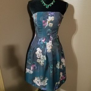 H&M- Green with flowers strapless dress